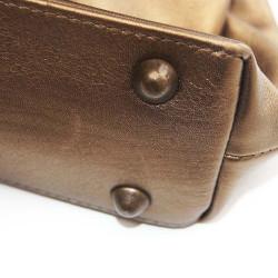 - Çanta Tabanı Ayağı Büyük