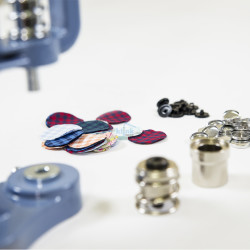 Fabric covering die set for press machines - Thumbnail